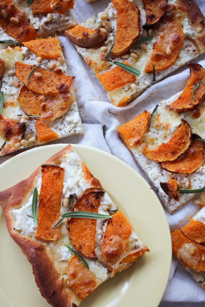 Pizza med butternutsquash og ricotta