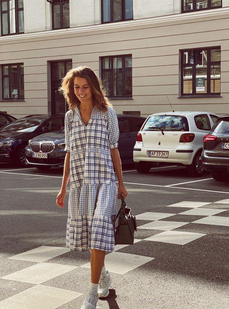 En status og en secondhand-kjole 1